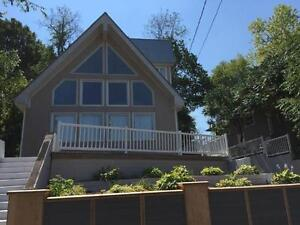 Executive Four bedroom Vacation Home - Walk to the beach