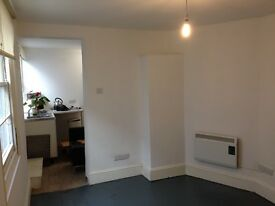 OFFICE/ROOM TO LET IN SHARED SHOP