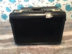 Leather Pilots case with side pockets colour black