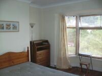 LARGE, SUNNY, CLEAN, WARM, DOUBLE ROOM IN SAFE, FRIENDLY HOUSESHARE NO DEPOSIT