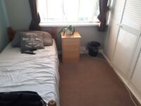 Bright large single/double bedroom 8 mins walk South Ealing st