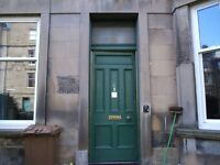 Marchmont maindoor 3 double bed flat £1300pm from mid-march