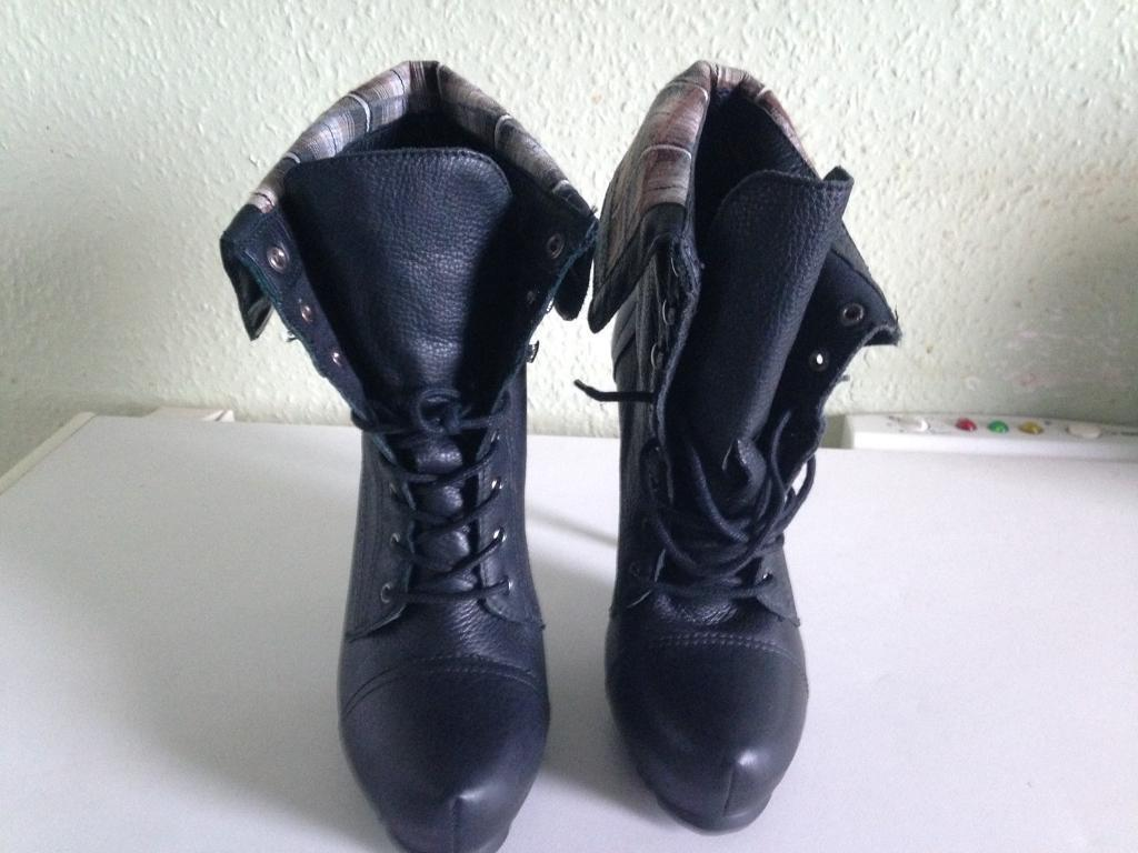 Brand new boots never worn £15 ono