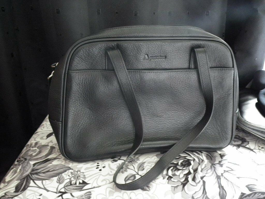 Black Leather Aquascutum Of London S Handbag With Bag Protector In Excellant Condition