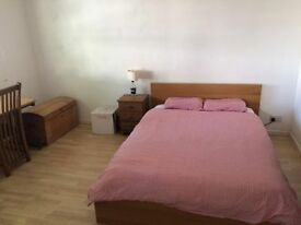 Large double bedroom for rent. House share in Barry, near Porthkerry park.
