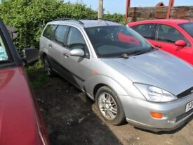 "FORD FOCUS GHIA ESTATE 1999 ""T"" REG 1796 CC PETROL. SILVER. BREAKING FOR SPARES."