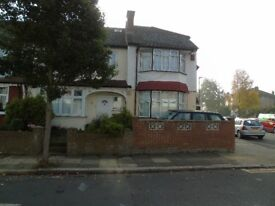 Single & Double Bedroom Available In Professional House Share Located West Norwood From £400 PCM