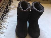 UGG LADIES BOOTS BLACK SIZE :W 7 USED UGG Austarlia £15