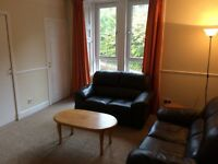 2 bed flat £450 per month. Well presented, close to university's and great transport links