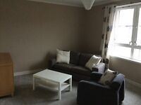 Scotstoun large one bed flat Top Floor £ 435 pcm. Close to transport and shops