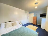 *C* Large Double Room In Stratford