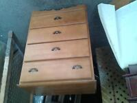 Selling/4 drawer dresser
