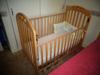 Mamas papas baby cot bed natural excellent condition bumper and mattress with 2 covers included!!!