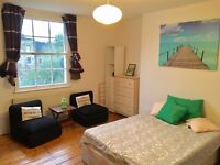 Bright spacious double room in Kings Cross.
