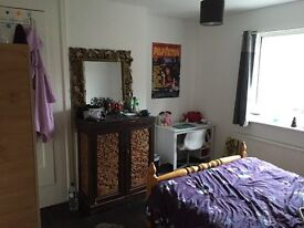 Double room in East acton! All bills included! No fee!