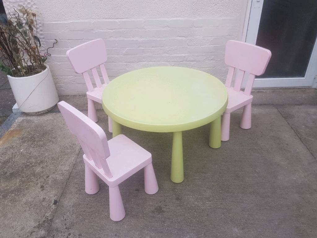 Kids round Ikea table & 3 chairs