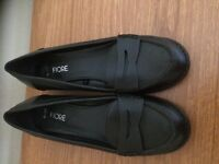 Ladies loafers size 6 like new