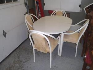 Kitchen Table/ Four Chairs and Leaf