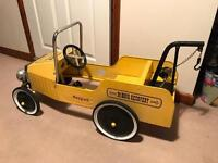 VINTAGE KIDS PEDAL RECOVERY TRUCK