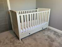 Silver Cross Cot Bed and drawer set