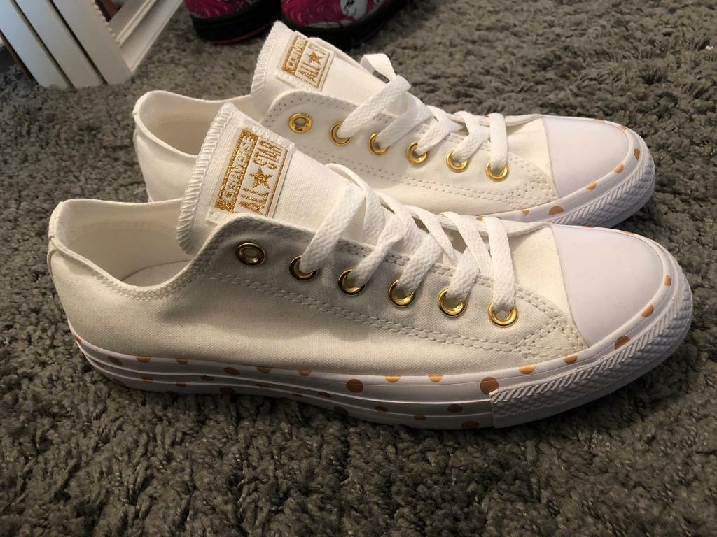 c4c1db850be651 Converse. New. Size 7 gold polka dots