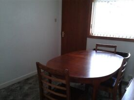 MacIntosh extending dining room table and 4 chairs.