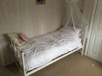 Single metal bed