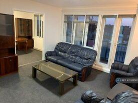 3 bedroom flat in Great North Road, New Barnet, Barnet, EN5 (3 bed) (#1028561)