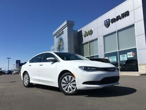 2015 Chrysler 200 FWD - HEATED SEATS, AUTO START, TOUCHSCREEN