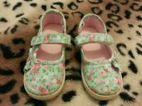 Girl's shoes size 5