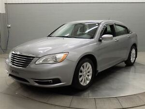 2013 Chrysler 200 TOURING A/C MAGS TOIT OUVRANT West Island Greater Montréal image 1