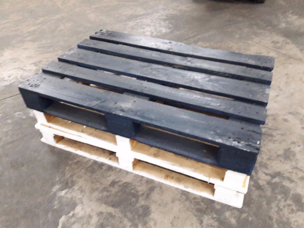 Job Lot Of 21 Pallets - Blue and white, suitable for a wedding, party etc.