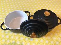 Le Creuset mini cocottes x 2
