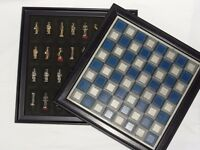 Good quality chessboard with figures. Keeps things tidy with storage space below.