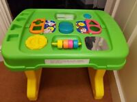 Tomy stand up activity table