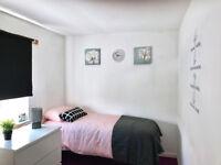 Room with en-suit shower to let in Darlaston for £70pw most bills inclusive of rent.