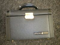 A BEAUTY CASE BY BEVERLEY HILLS POLO CLUB BRAND NEW WITH KEY 9X7X6 INCH
