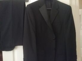 Gents Black Evening Suit. Excellent condition, only worn once. Size 40 chest. Regular fit