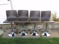 Breakfast bar and 4 breakfast bar stools in new excellent condition