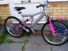 """LADIES 26"""" WHEEL BIKE 15"""" FRAME IN GREAT WORKING ORDER WITH FITTED LIGHTS"""
