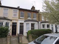1 room available Manor Park Road East Finchley N2 0SN modern shared kit/diner/bathroom, 2 wc's