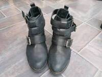 Black leather ankle boots shoe size 6