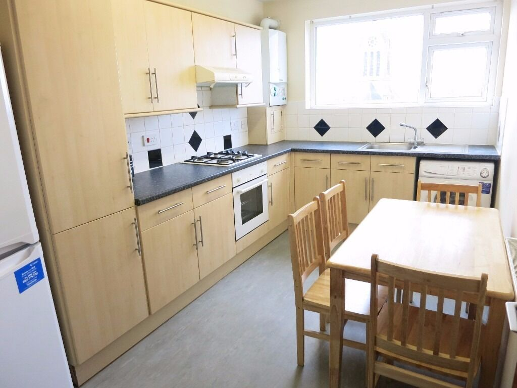 BRIGHT & SPACIOUS 2 BED FLAT WITH SEP LOUNGE & LARGE KITCHEN GREAT LOCATION NW5