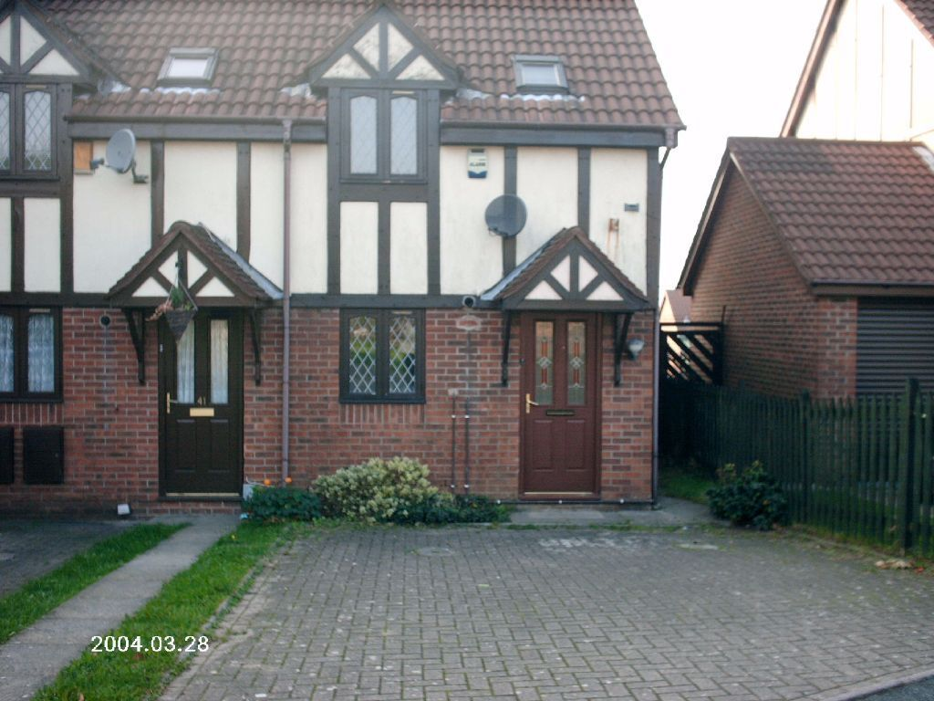Neo Georgian unexpectedly re-available: modern 2 bed (neo-georgian style) end