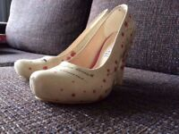Women's Dogo Shoes size 4.5 / 37 - worn once