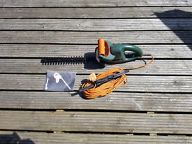 Black & Decker GT249 electric Hedge Trimmer with cable
