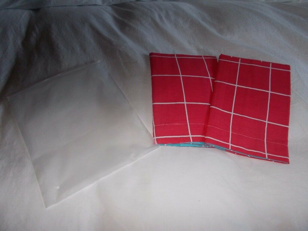 2 x New pillowcases, luxurious high tread count, new in packaging, pink and blue
