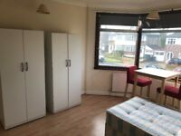 DOUBLE/TWIN ROOM IN HARROW, RAYNERS LANE. 2 WEEKS DEPOSIT. BIG HOUSE WITH 2 KITCHENS. ALL INCLUSIVE.