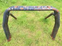 Roll bar/A bar