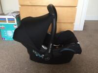 Maxi cosi car seat with Isofix and foot muff